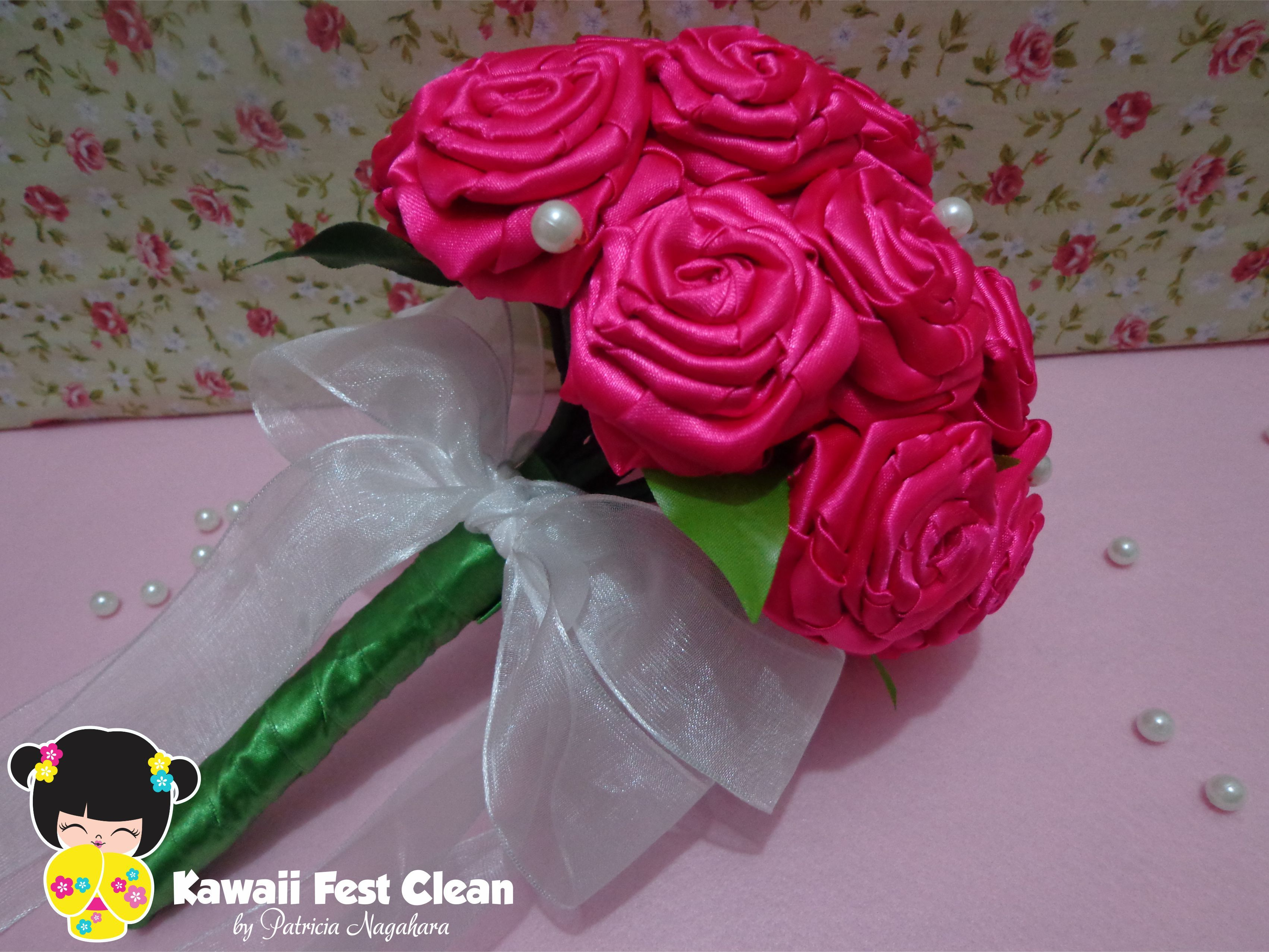 Buquê de rosas de cetim