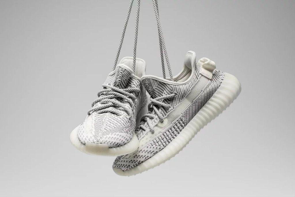 Drama suma Retocar  A Closer Look at the adidas YEEZY BOOST 350 V2
