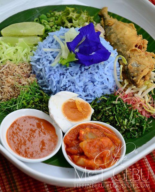 Nasi Kerabu Yummyy Ikan Goreng Sedap Juga Diganti Dengan Daging Atau Ayam Dibakar Atau Digoreng Garam Kunyit Ula Ide Makanan Makanan Dan Minuman Makanan