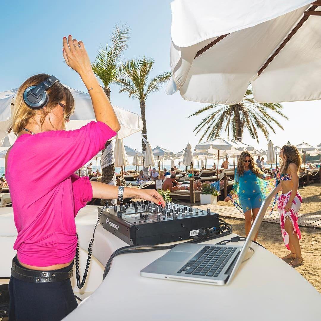 I need a DJ in my life #AmareMarbella #marbellalife #marbellahotel #marbellamusic #marbella #dj #beach #music #mediterraneo #palmtrees #iloveit #deluxe