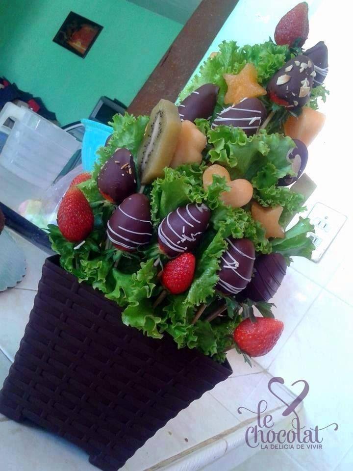 Deliciosos arreglos de fresas cubiertas con chocolate, encuentralos aquí en Fb/LeChocolatTehuacán.