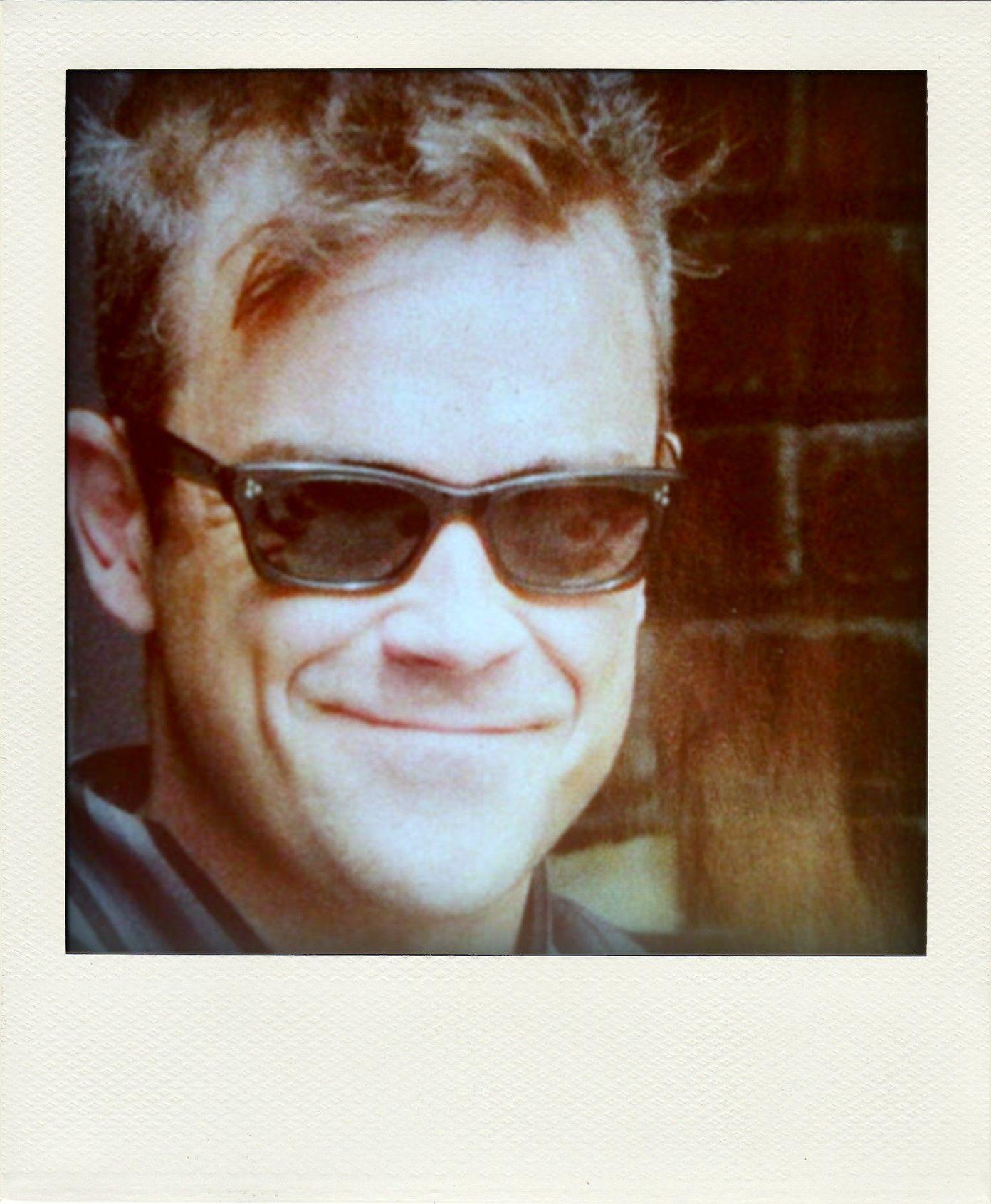 Robbie Williams in  Vice Consul  Oliver Goldsmith Sunglasses ... 7f65eb0cd907