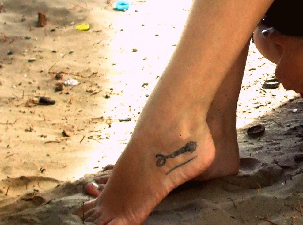 Escaramuza Charra Tatuaje En El Pie Izquierdo De Espuela Charra Y Vara Lo Kiero Escaramusa Tatuajes En Los Pies Espuelas
