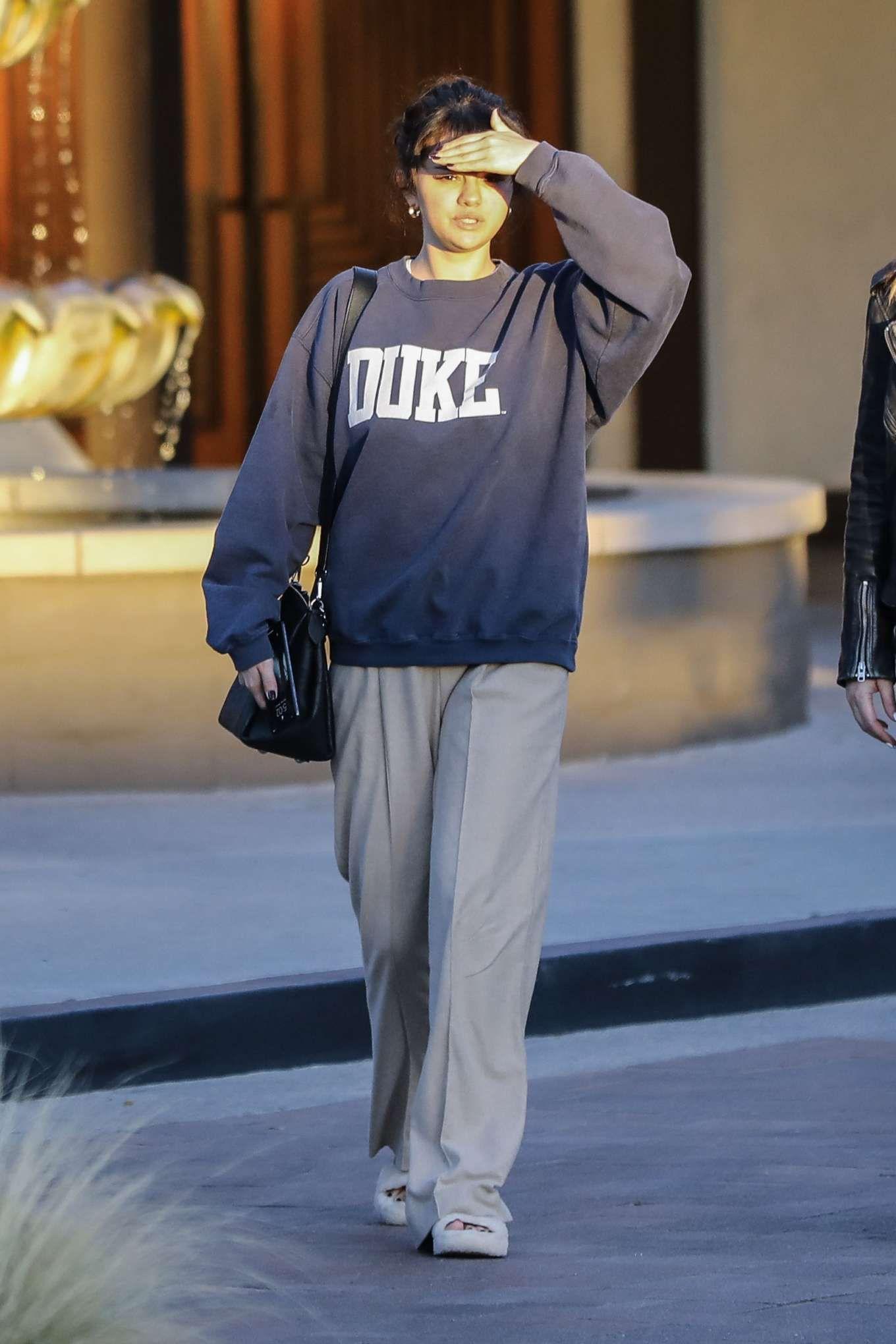 Predownload: Duke Sweatshirt Graphic Tees For Women Unisex Crewneck Sweatshirt Spreadshirt Oversized Tee Outfit Retro Outfits Fashion Inspo Outfits [ 2040 x 1360 Pixel ]