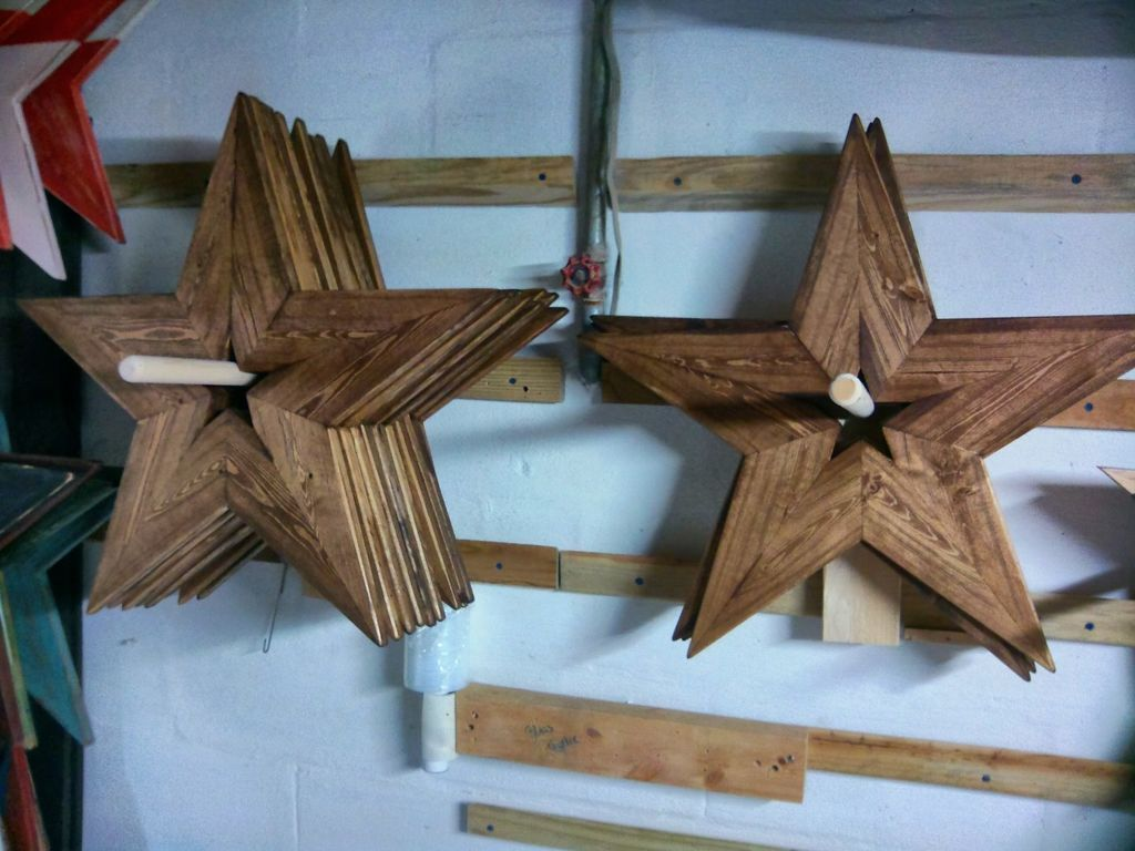 How To Make A 24 Inch Wooden Star With A 2x4 Wooden Stars Wood Stars Diy Wood Projects
