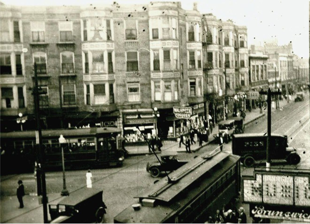 The Intersection Of Clark And Belmont 1920 Looking East On Belmont Toward What Was The Known As The Belmont Hall And Chicago Photos Andersonville Windy City