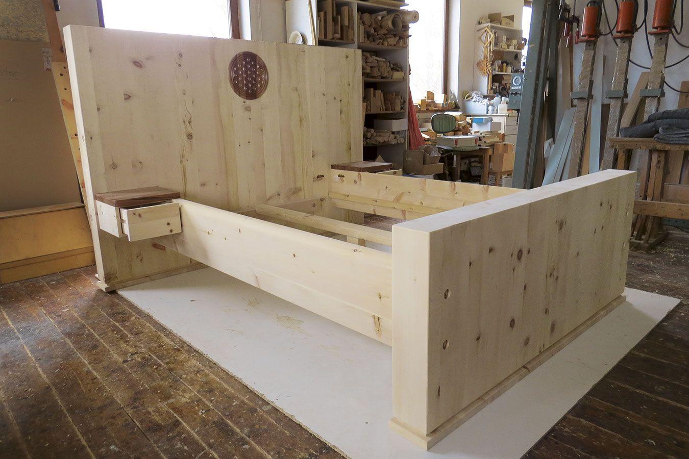 """Bett """"Gelassenheit"""" aus massivem Zirbenholz mit"""