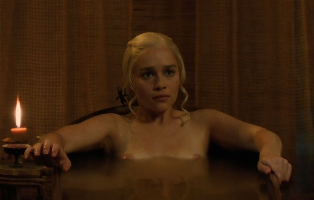 Best Naked Photos Emilia Clarke Naked In Game Of Thrones S03e08