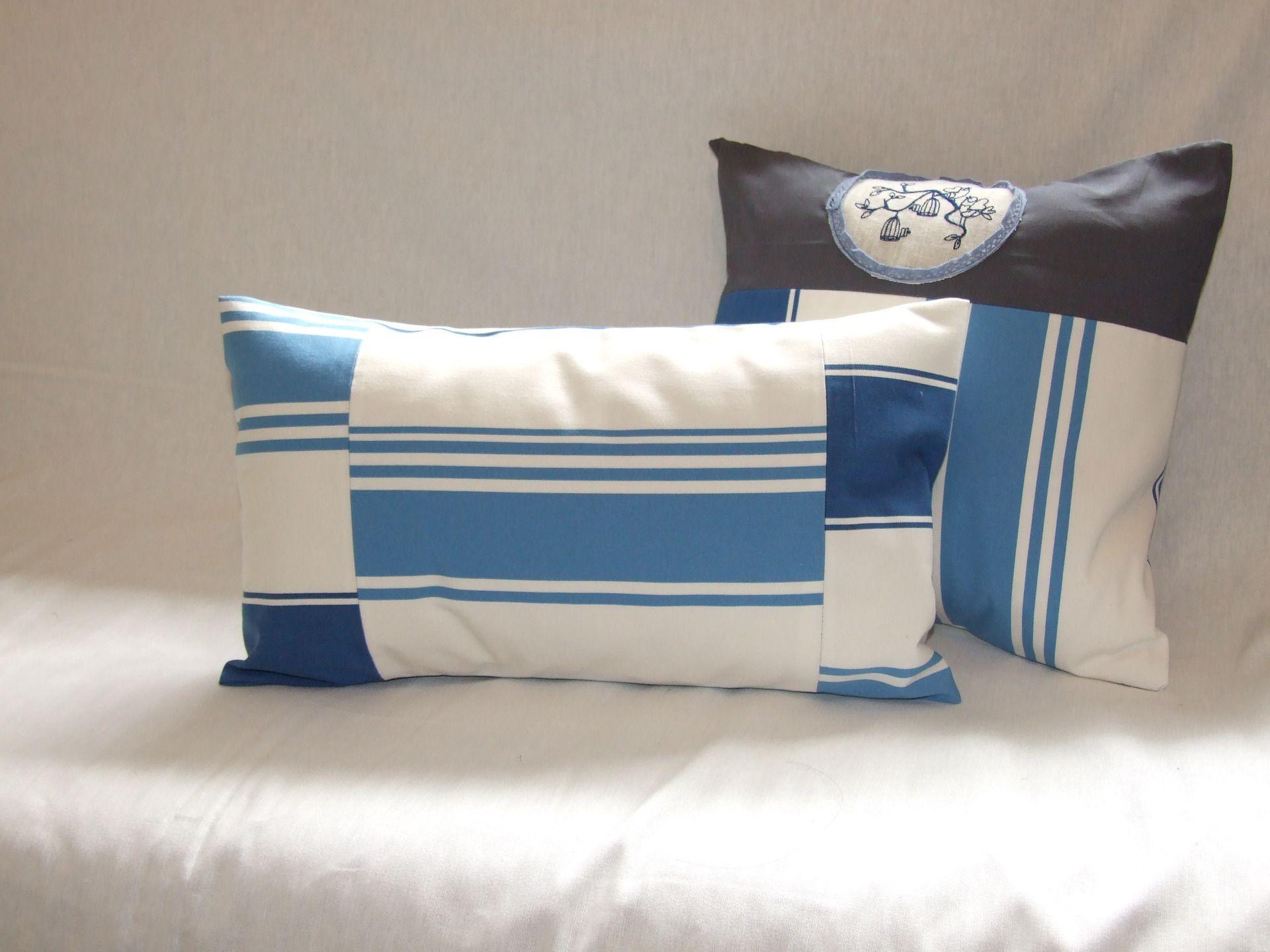 Housse De Coussin 50 X 30 Cm Patchwork Tissu A Rayures Bleues Et Beiges Textiles Et Tapis Par Papoulina Housse De Coussin Tissu A Rayures Housses