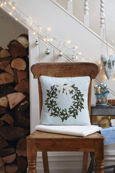 Cross stitch pattern MISTLETOE WREATH  by anetteeriksson on Etsy