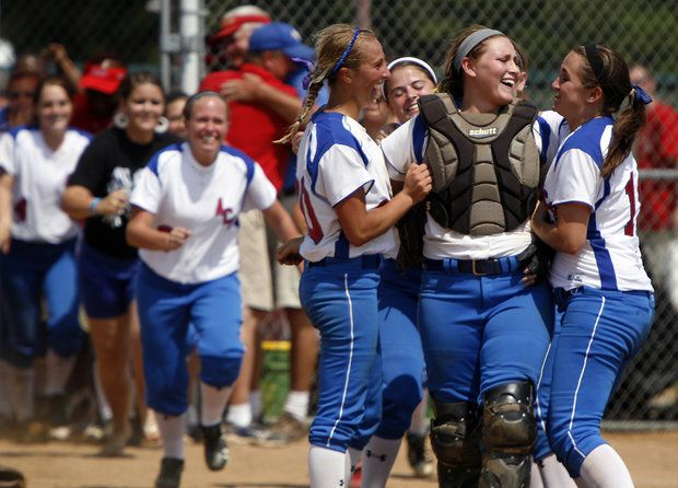 Priceless picture of the Allen County Scottsville girls winning State