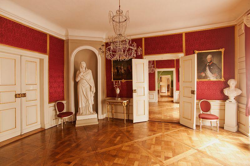 Blick in den ersten roten salon wittumspalais for Innenarchitektur weimar