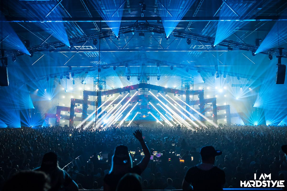 Bigvis Stagedesign Stagedesign I Am Hardstyle 2019 Stage Design Concert Stage Design Stage Lighting Design