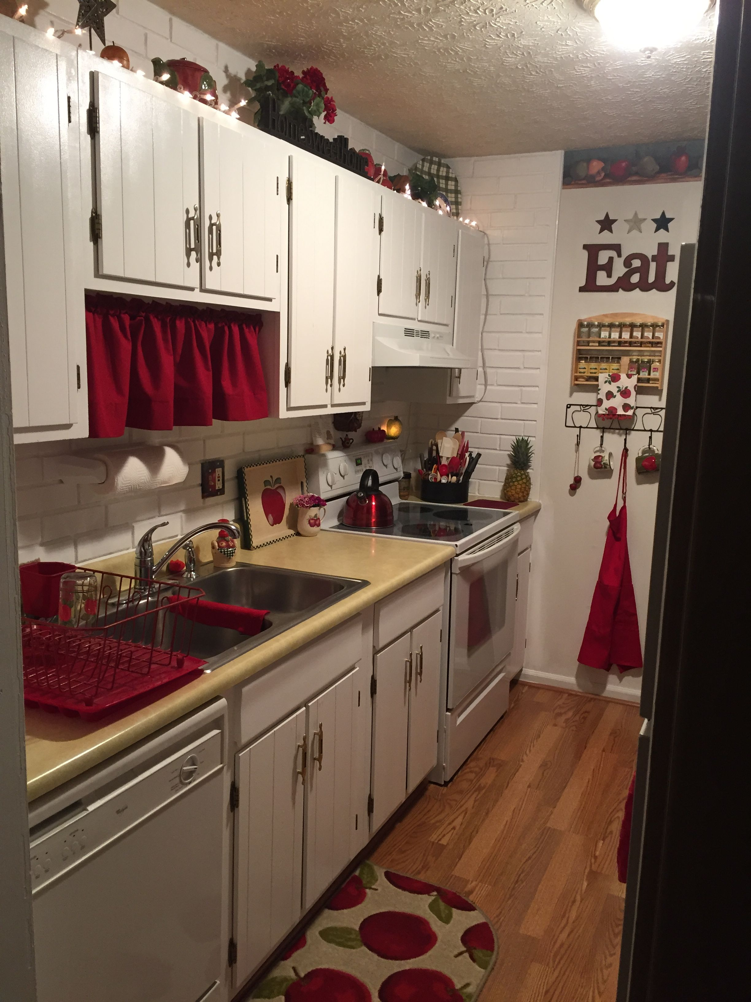 Pin by Wendy Dean on Kitchen | White appliances, Red ...