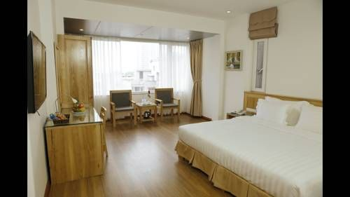 Blau Hotel Hanoi Located in Hanoi, 1.3 km from Ba Dinh Square, Blau Hotel features air-conditioned rooms with free WiFi throughout the property.  All rooms are equipped with a flat-screen TV. You will find a kettle in the room.