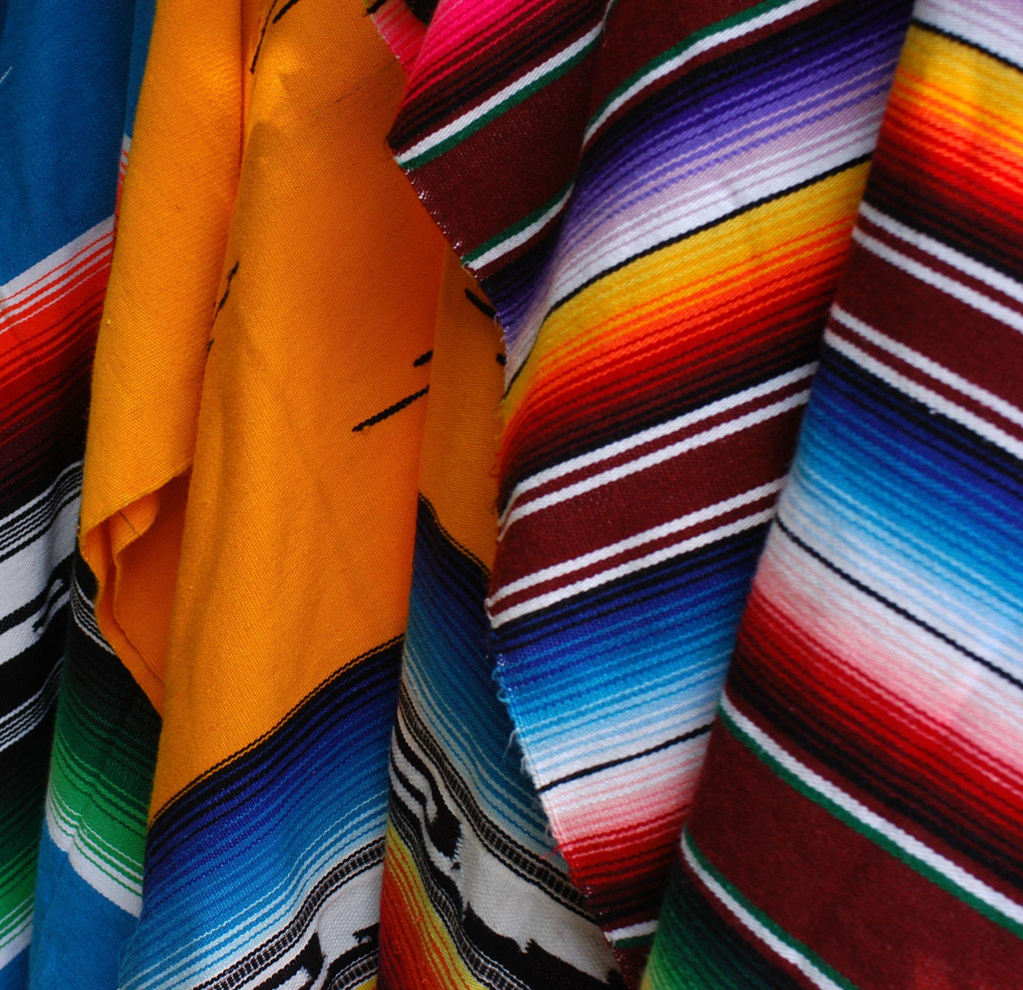 Típicos coloridos ponchos mexicanos. | Aventura y Naturaleza