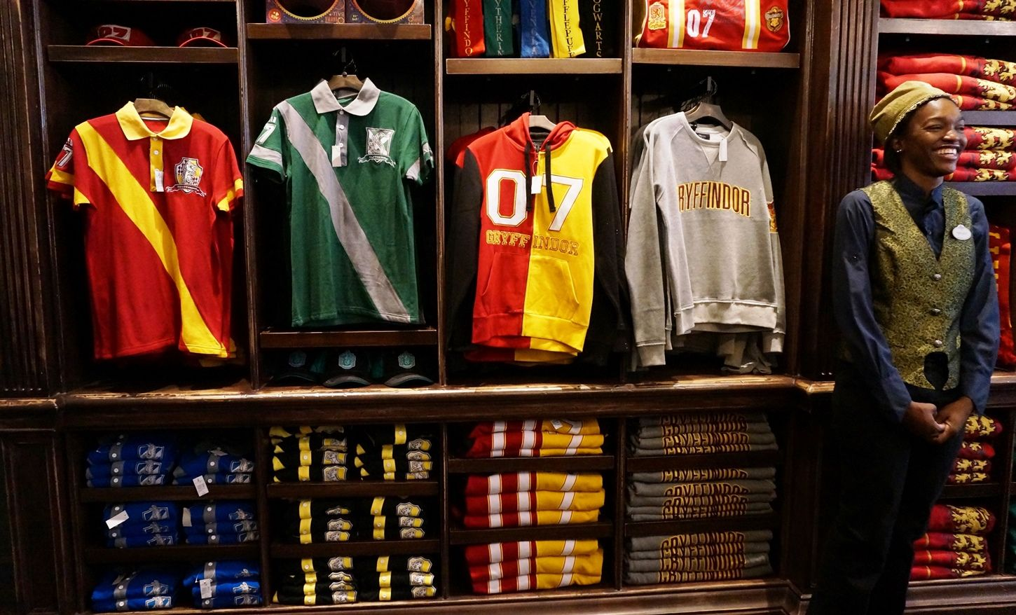 924baa4f3 Shopping & merchandise at the Wizarding World of Harry Potter - Diagon Alley