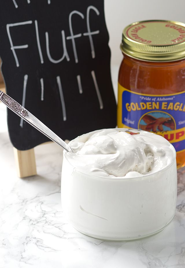 Homemade Marshmallow Fluff - forget store-bought marshmallow fluff, this delicious marshmallow cream is amazing! #homemademarshmallowfluff