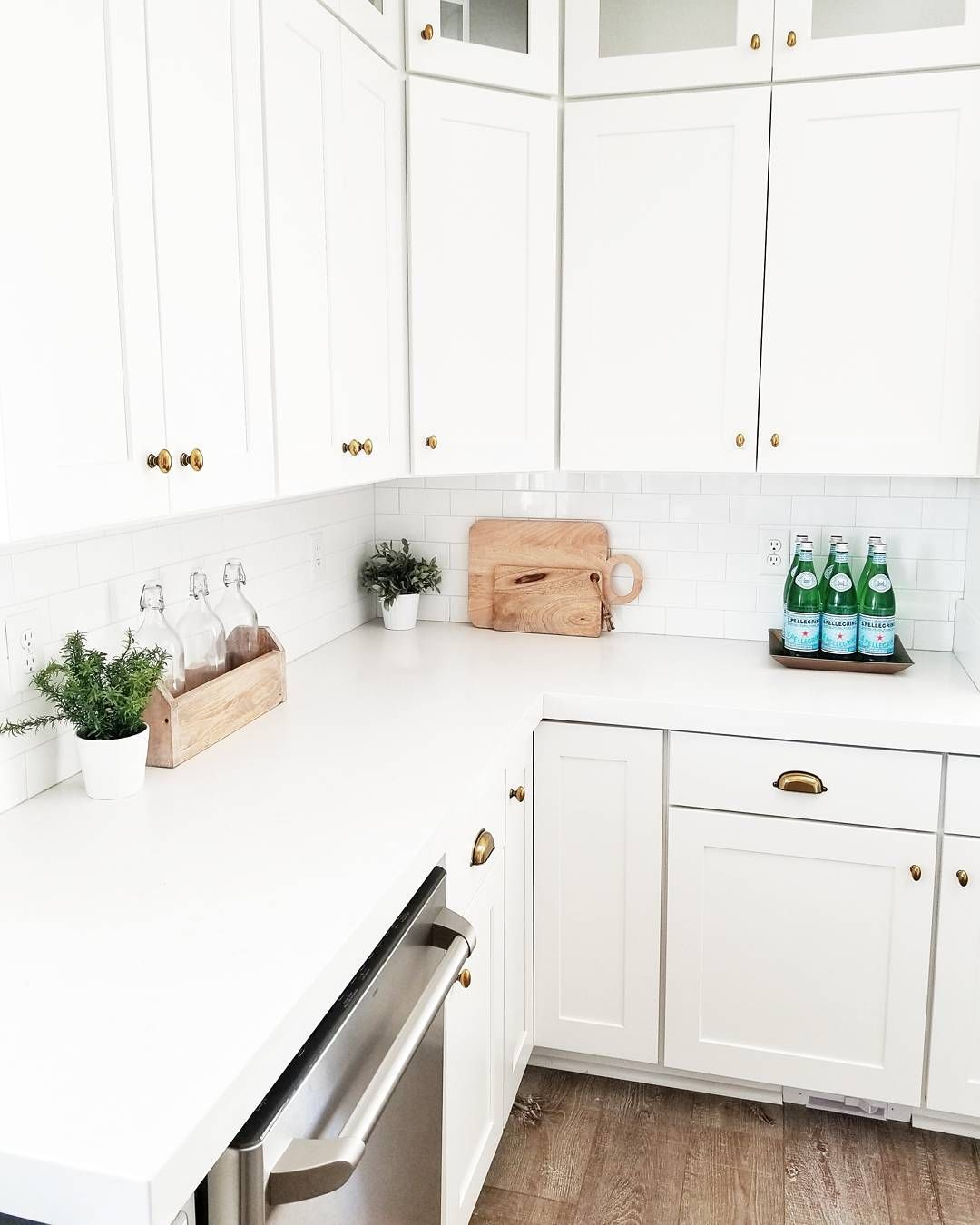 A Nice Corner Dedicated To Your Culinary Inspiration With S Pellegrino Thanks Whitelanedecor For This Nice Pic Kitchen Glass Kitchen Cabinets Kitchen Design