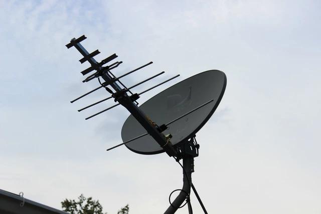 I Turned My Satellite Dish Into A Badass Hdtv Antenna In 2020 Hdtv Antenna Satellite Dish Diy Tv Antenna