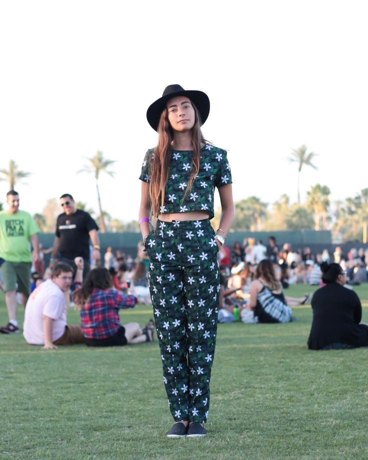 Matching printed t-shirt and pants set festival outfit | Festival Fashion | Pinterest ...