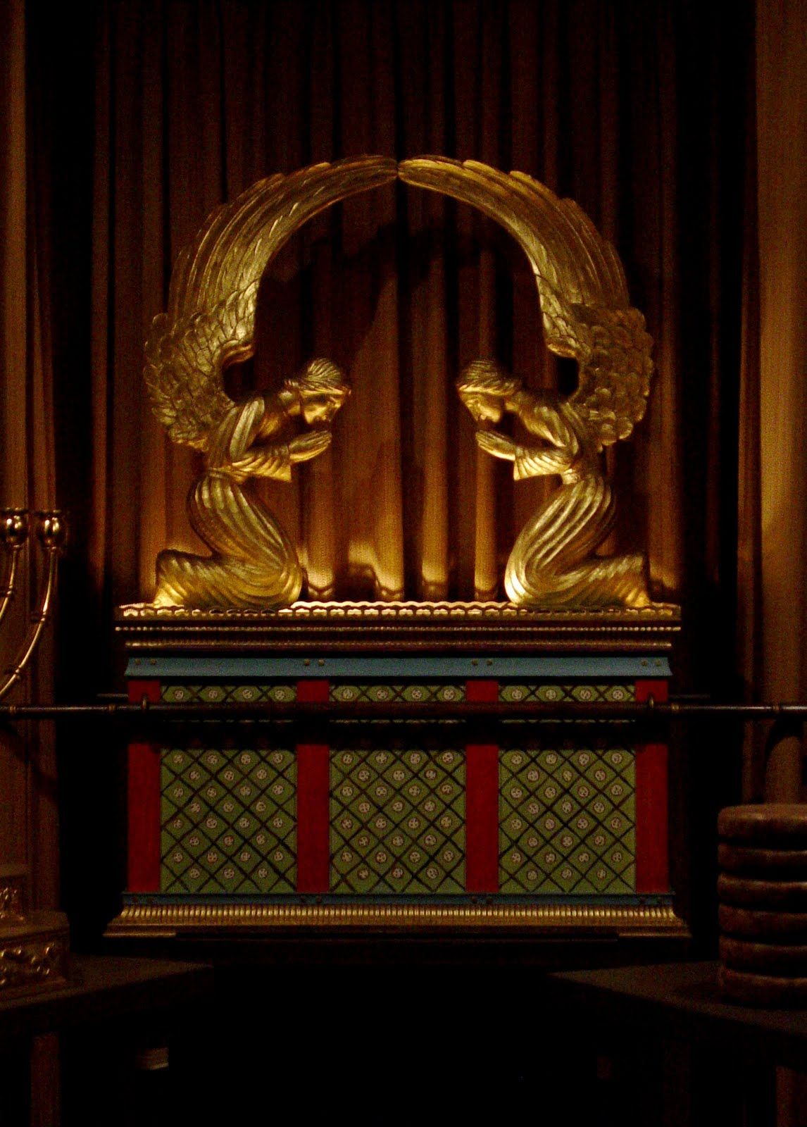Replica of the original ark of the covenant since i am re reading replica of the original ark of the covenant since i am re reading the torah exodus or shmot the blueprints yhvh gave moshe to build this are simply malvernweather Images