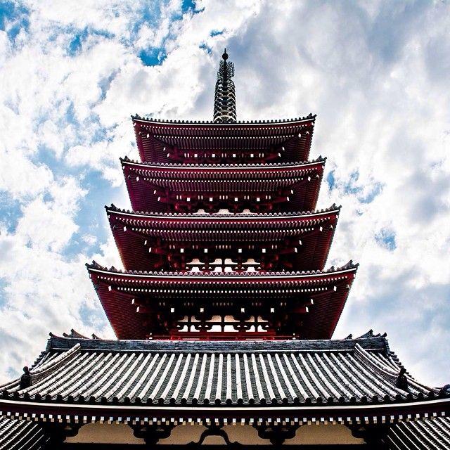 Five-tiered #pagoda at #Sensoji in #Tokyo #Japan. Photo courtesy of nodestinations on Instagram.