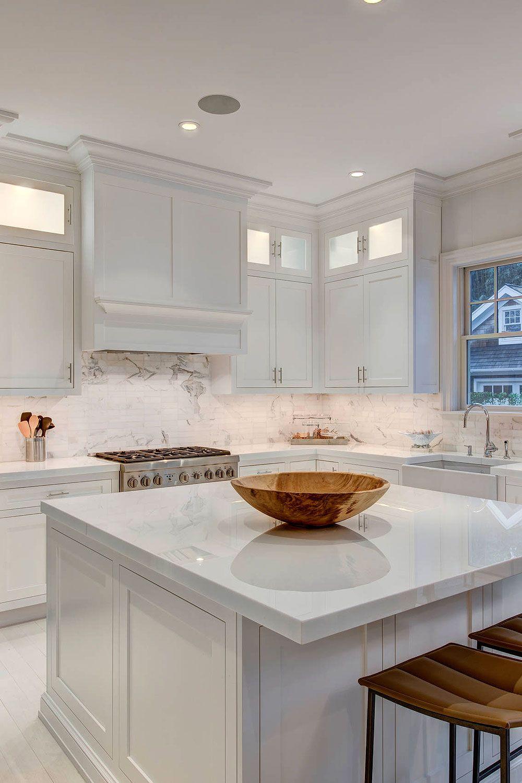 31 Luxury Calacatta Gold Marble Backsplash Countertop Ideas In 2020 White Kitchen Traditional Marble Kitchen Island White Marble Kitchen