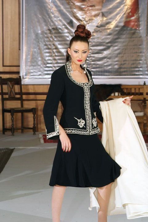 Tailleur avec une broderie traditionnelle tunisienne