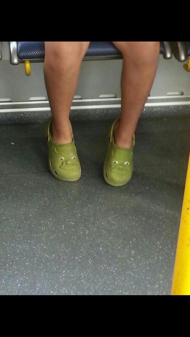11abee8b0c538f Shrek crocs   )