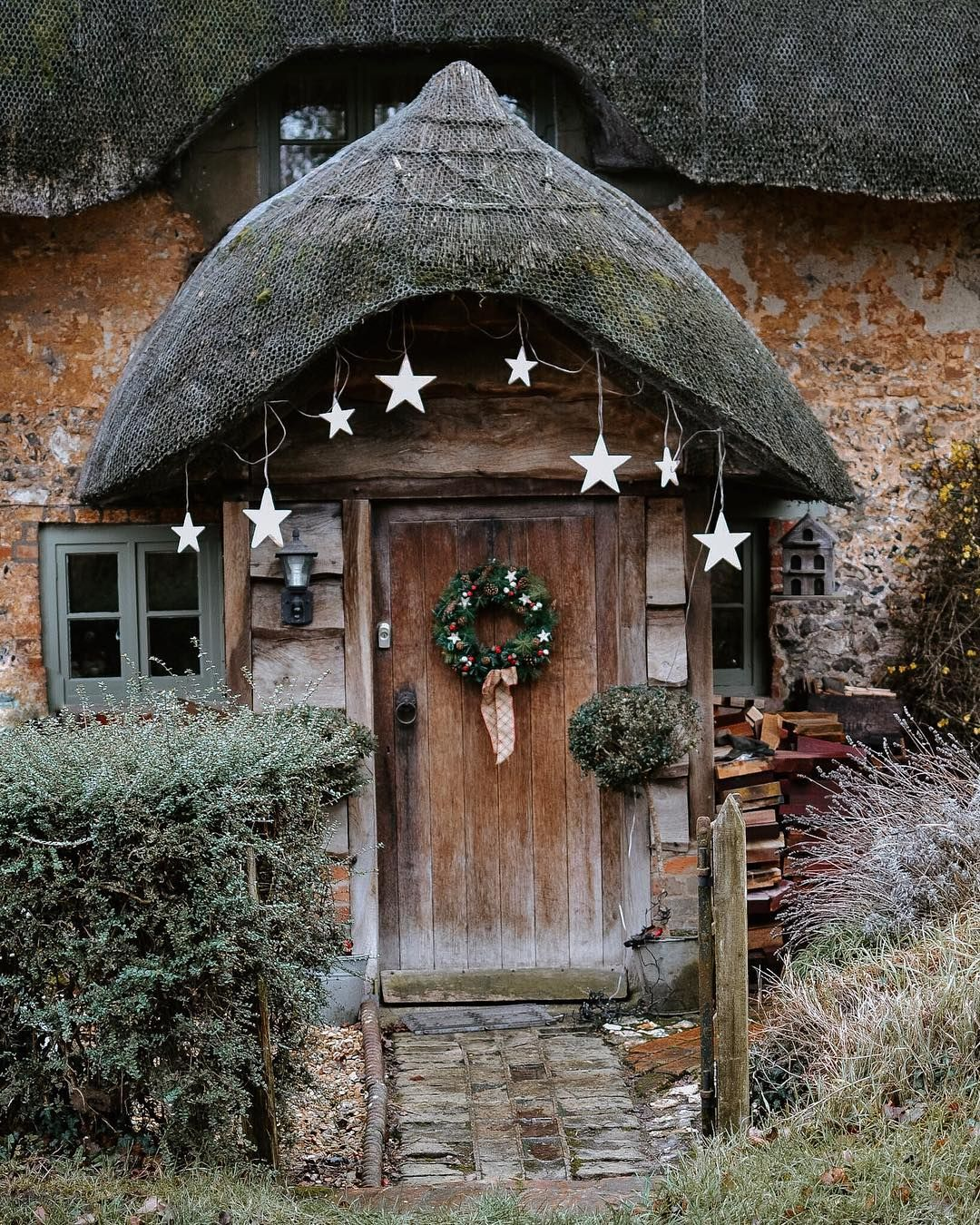 A country cottage front door in Longstock, Hampshire ...