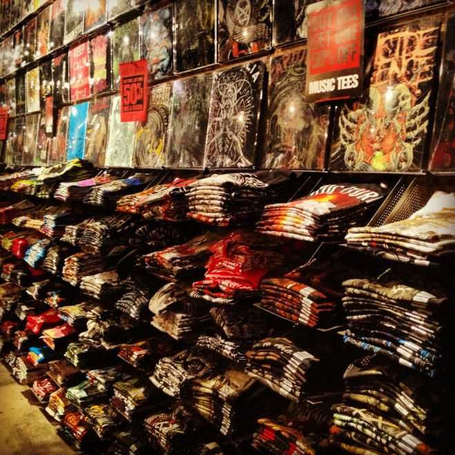 """de1a14c3 Hot Topic Store 