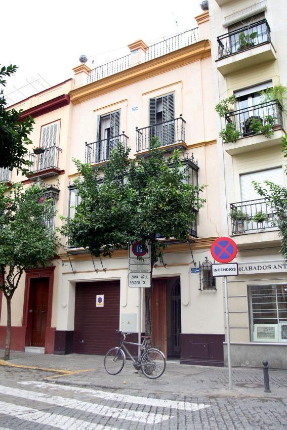Imagen Fachada de casa o chalet independiente en calle Miguel de Carvajal, 9, Arenal - Museo, Sevilla