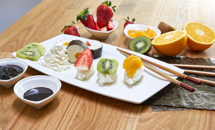 Fertiges süßes Sushi