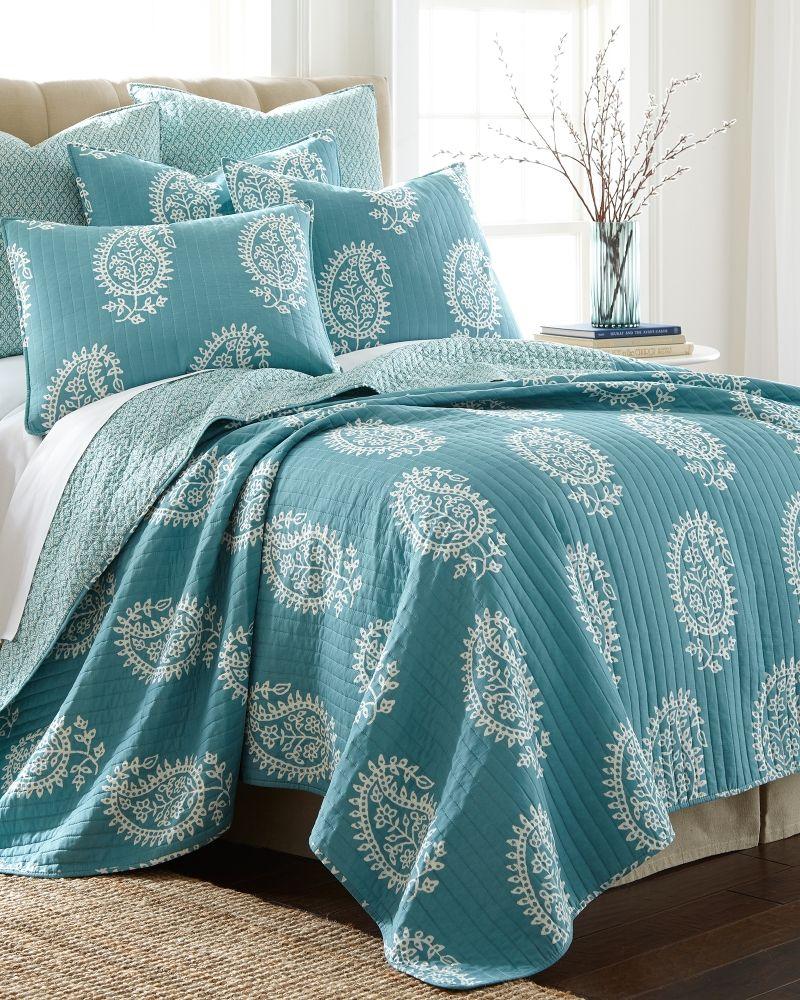 Surya Blue Paisley Print Decorative Quilt Full/Queen