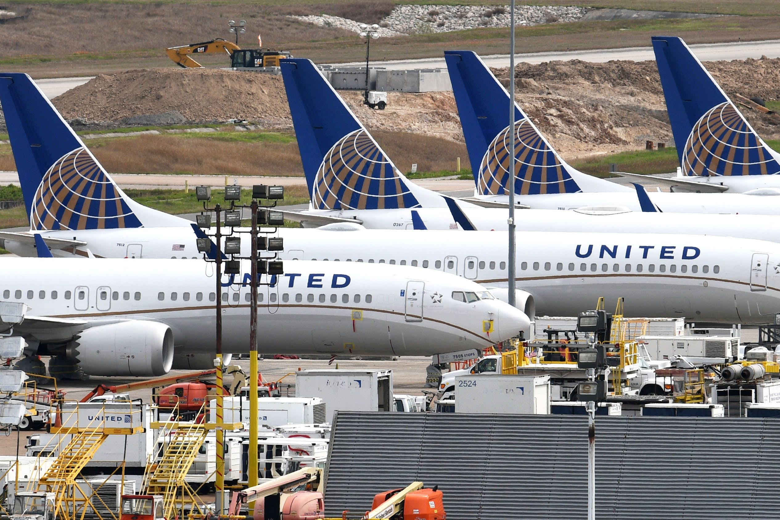 Avoid airline stocks, trader says ahead of United Airlines