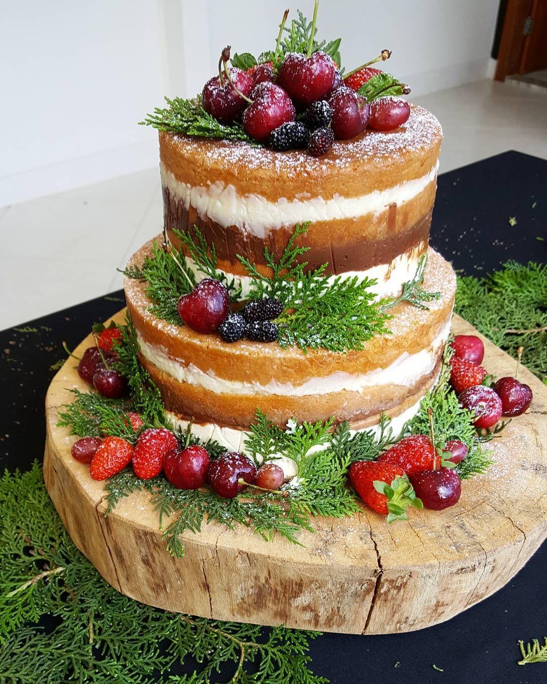 Pin De Zoe Em Abby S Wedding Cake Bolo De Frutas Vermelhas Bolo