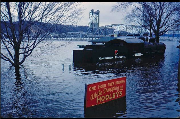 Flooded St. Croix River, Engine 328 Lowell Park location.