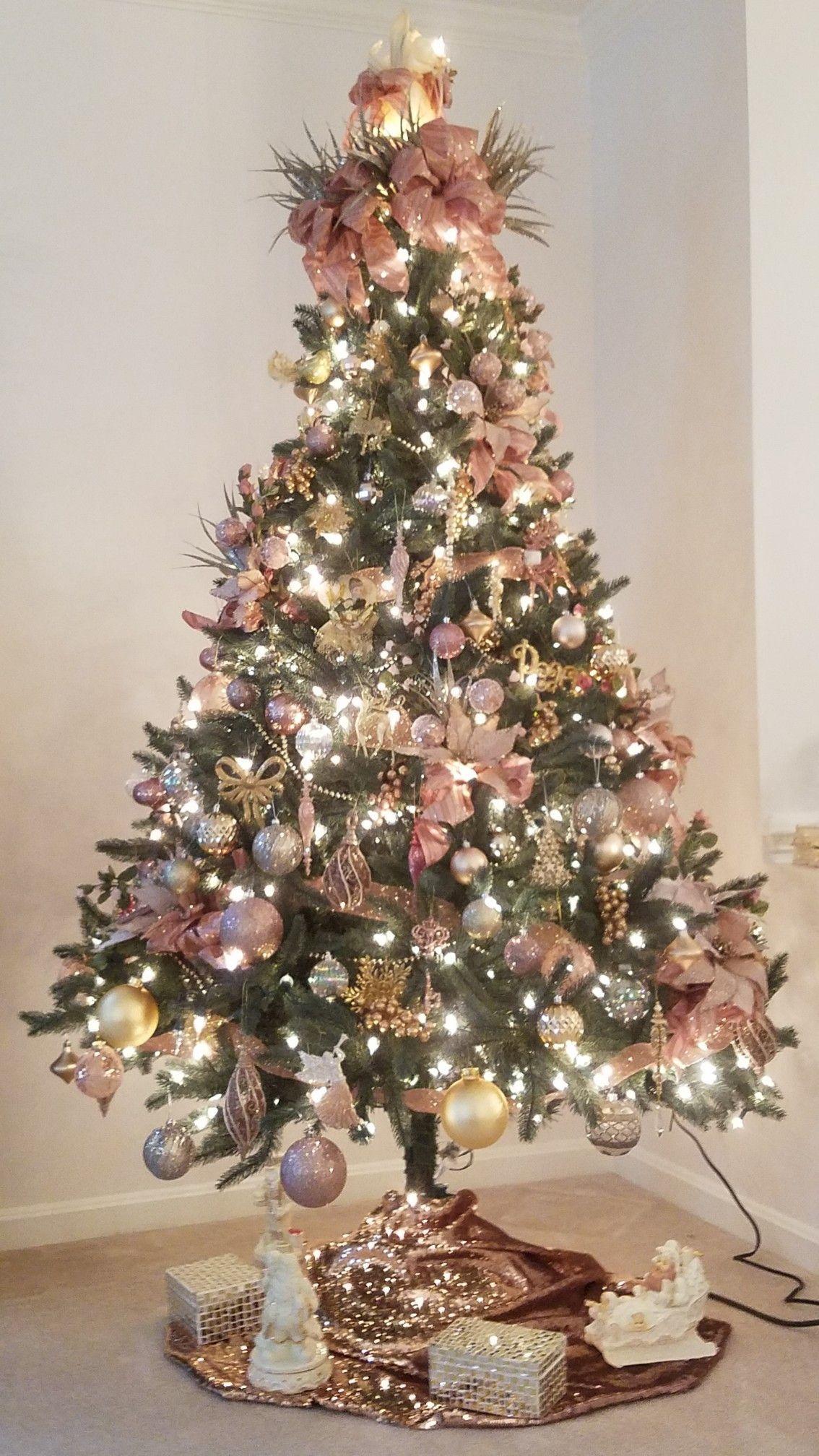 Pin Van Alejandra Velazquez Op Kerstboom Gouden Kerst Thema Kerstbomen Roze Kerst