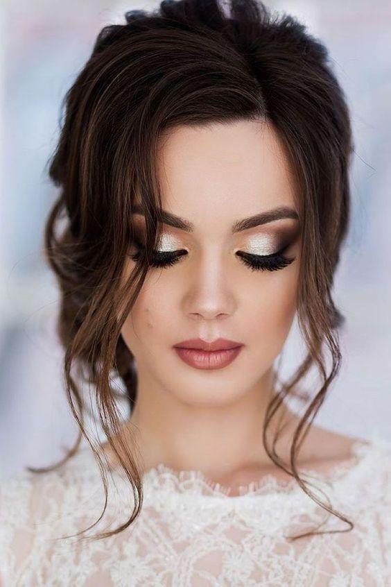10 idées de maquillage pour l'obtention du diplôme parfaites pour les brunes