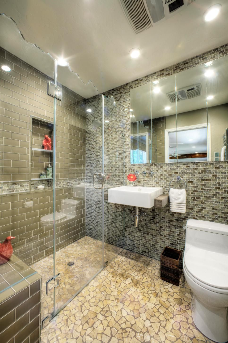 Bathroom Design Trend NoThreshold Showers Small Spaces Bath - Flip flop bathroom decor for small bathroom ideas