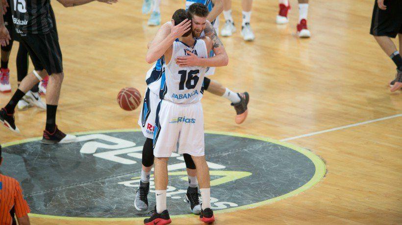 Quedaba menos de un minuto para el final, el duelo entre Retabet Bilbao Basket y Rio Natura Monbus Obradoiroestaba empatado a 85 y Miribilla rugía de presión. En ese instante, el balón le llegó a Yusta. Su triple valió el partido.