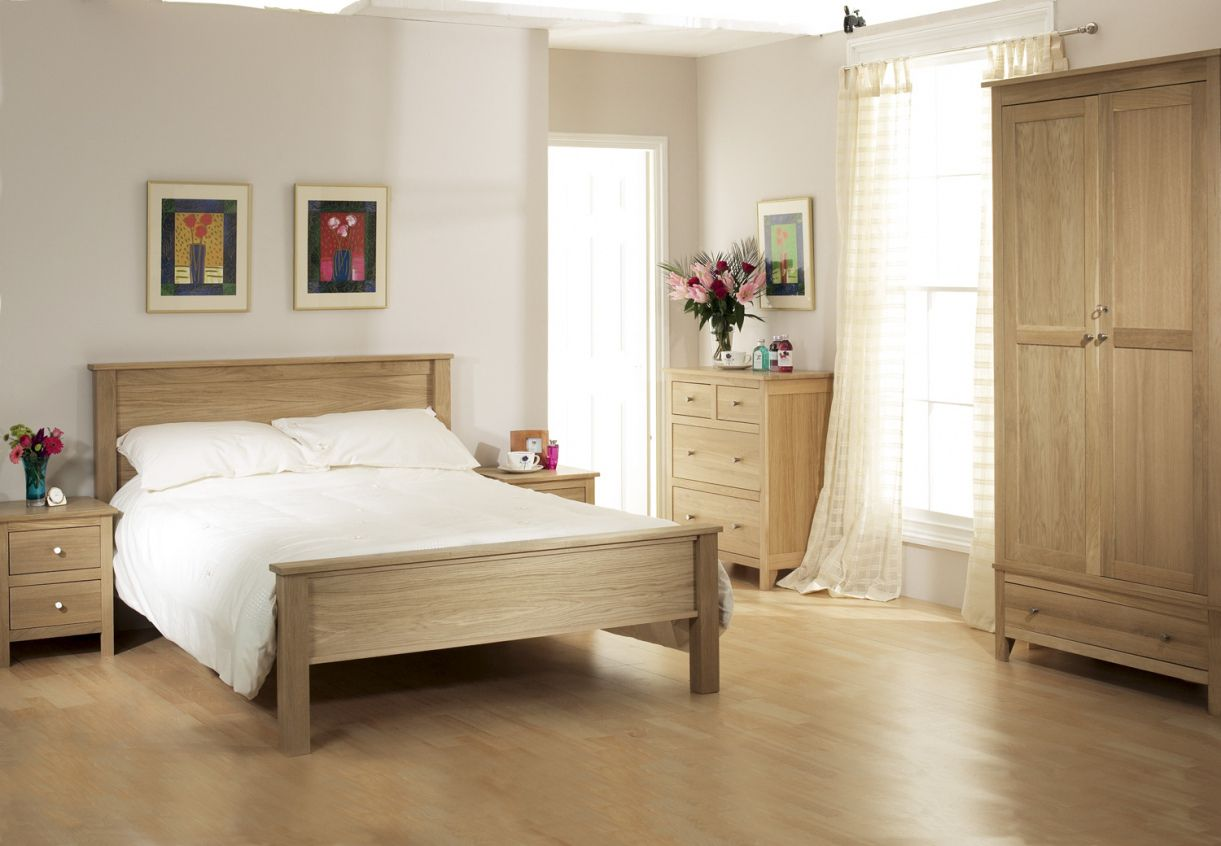 Pin by rahayu12 on spaces room - low budget | Oak bedroom ...