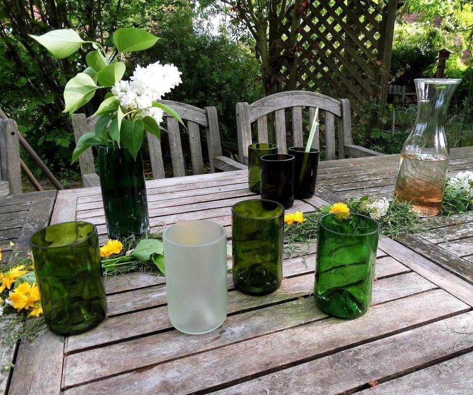 recycelte Weinflaschen: Flaschenbecher! Erfrischend grün in den Sommer!