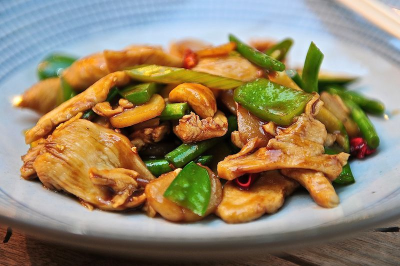 Szechuan Chilli Chicken £8.80 - Stir fry chicken (marinated with szechuan peppercorns, celery powder, chilli flakes, garlic, ginger, rapeseed oil and sweet dark soy) with celery, snow peas, cashew nuts, dried chilli and honey soy #Tootoomoo #PanAsian
