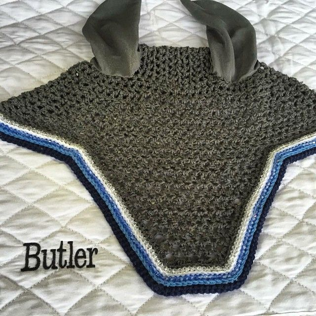 Check out this great bonnet made for @k__butler! The grey base with navy, light blue and white trim and light blue and white rhinestones looks great on any horse. #prettyproductsforprettyponies #hunterjumper #beadsnshinythings #equestrian #jumperstyle #styleyoursteed #fillyfinery