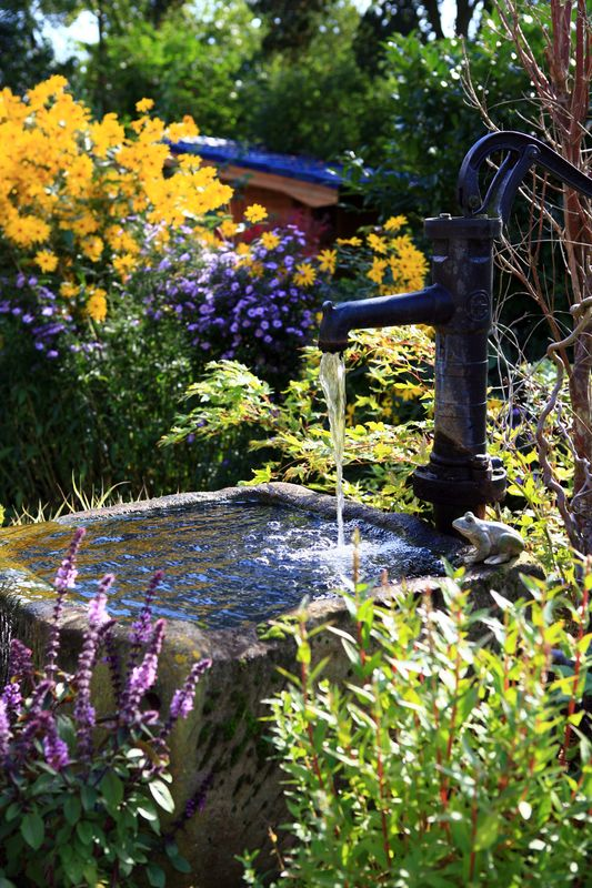 Granitbrunnen Schwengelpumpe Gartenideen Pinterest Gardens - ruinenmauer im garten