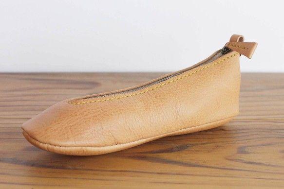 この「靴型ペンケース」のカラーは以下の構成です。 ○アッパー … ベージュ ○ソール  … ベージュ ○ステッチ …...|ハンドメイド、手作り、手仕事品の通販・販売・購入ならCreema。