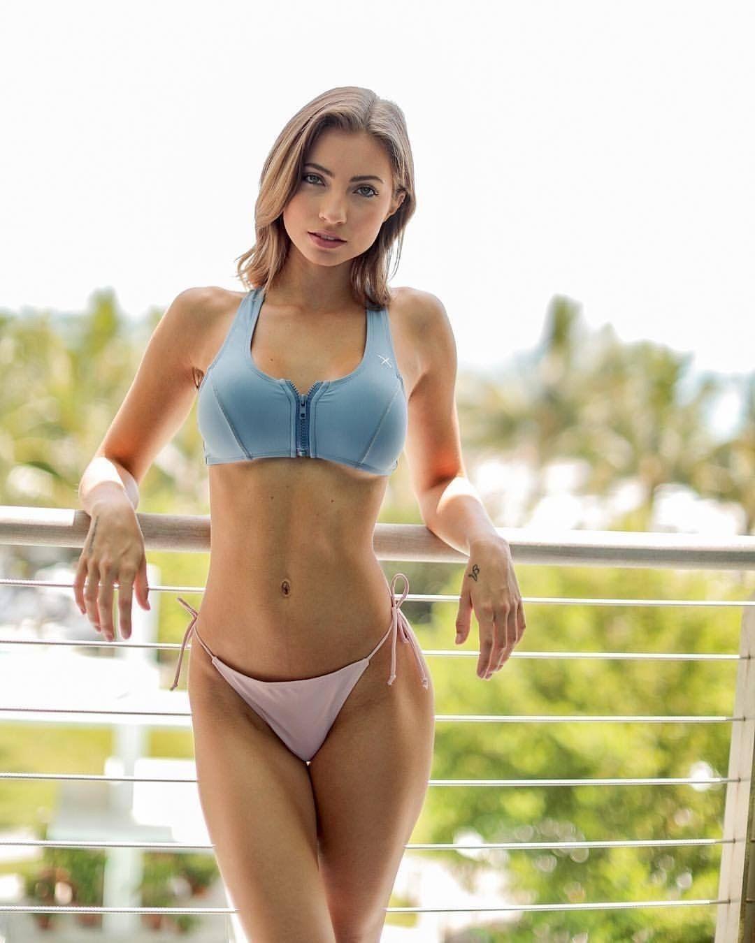 Bikini fajčenie