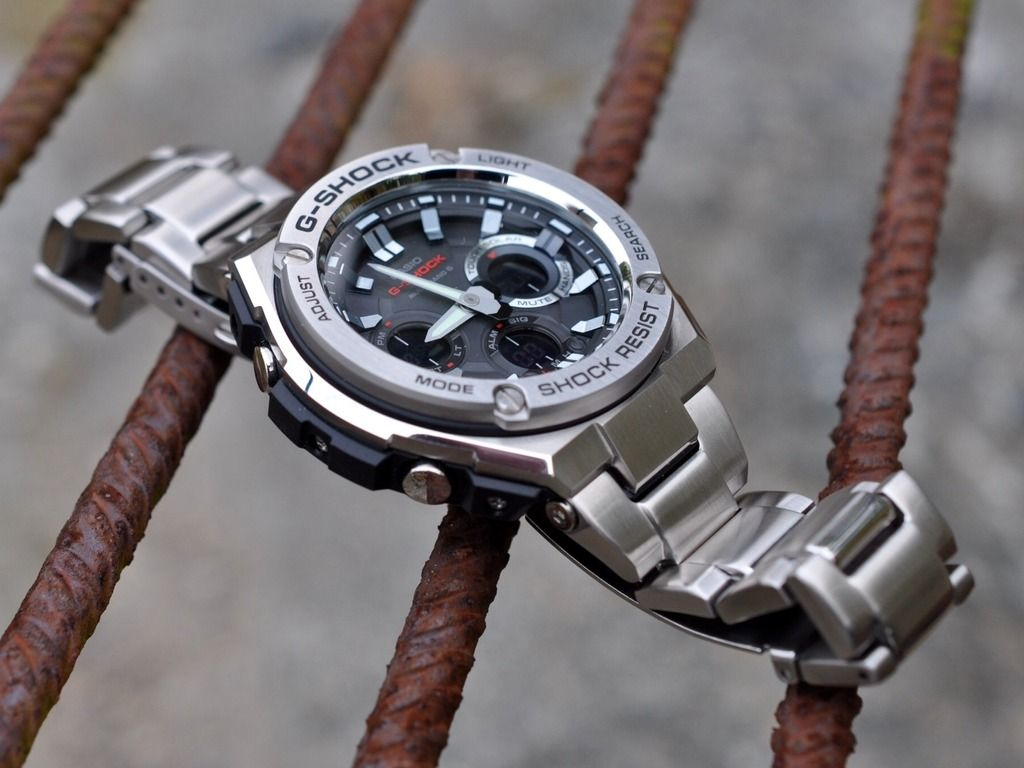 Gst-w часы новой серии g-steel с усиленной ударопрочностью в стальном корпусе двухслойной конструкции для молодых и активных.